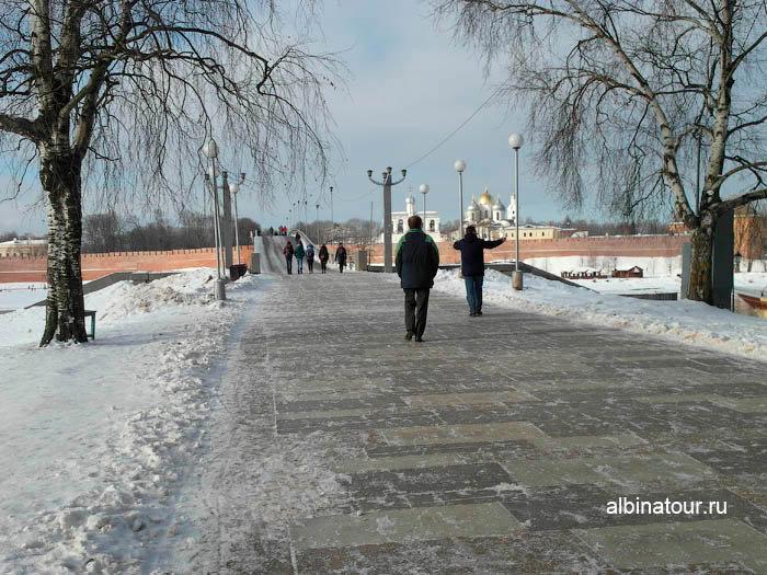 Улица Ильина в сторону реки Волхов и моста к Кремлю Великого Новгорода