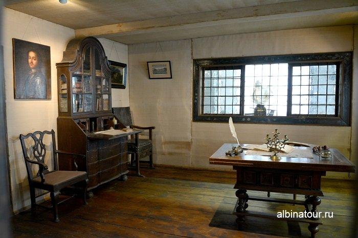 Фото Большая комната в домике Петра