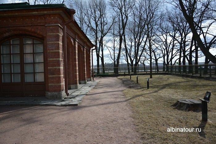 Фото Не большая территория музея без насаждений