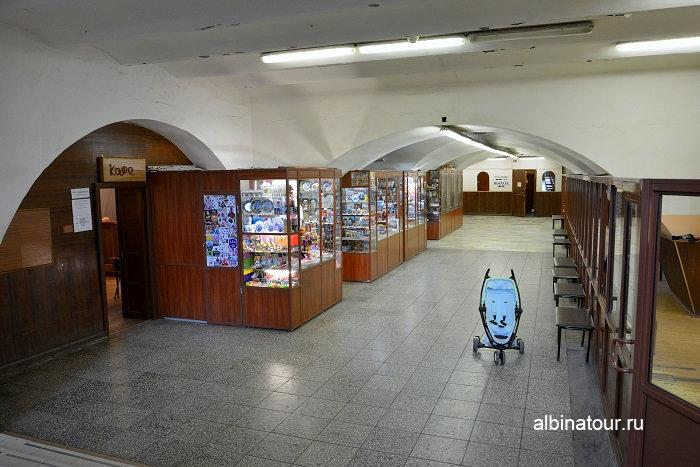 Фото Ларьки по продаже сувениров и гардероб Зоологический музей СПб