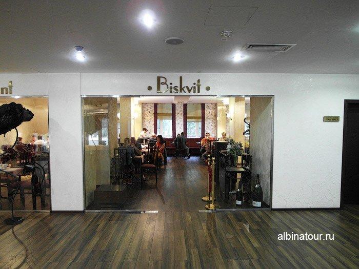 Фото Вход в ресторан Biskvit ForRestmix club | Форрестмикс клуб в Репино