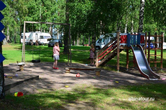 Фото детский городок рядом с ресепшен в кемпинге Хухтинием | Huhtiniemi camping в Лаппеенранте