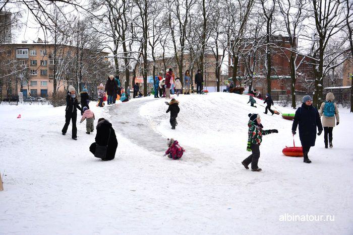 Ледяной спуск на горке в парке Бабушкина СПб