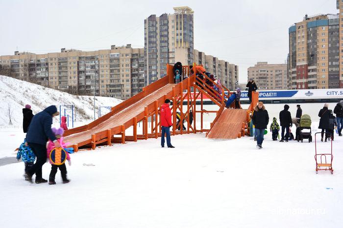 СПб у Ледового дворца Хоккейный город СКА искусственная горка