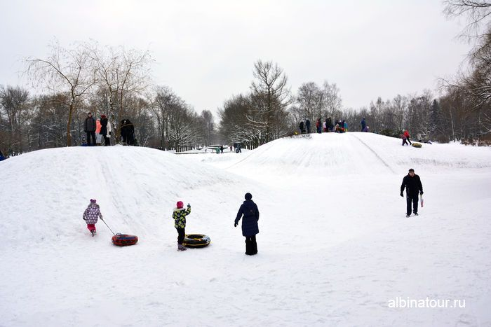 СПб общий вид снежных горок в парке Победы