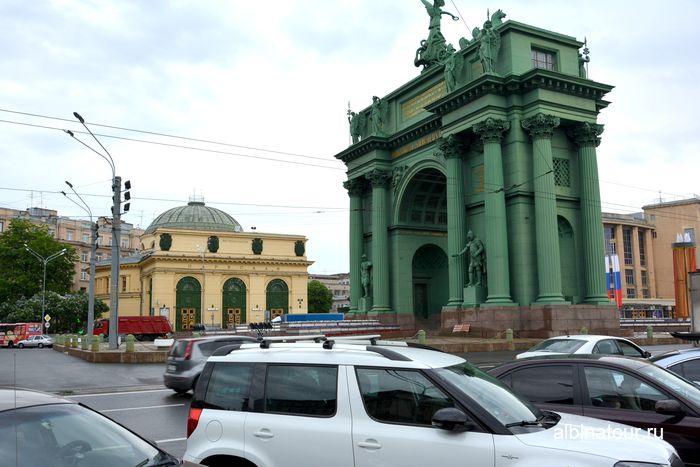 Станция метро Нарвская и музей Нарвские ворота в Санкт Петербурге