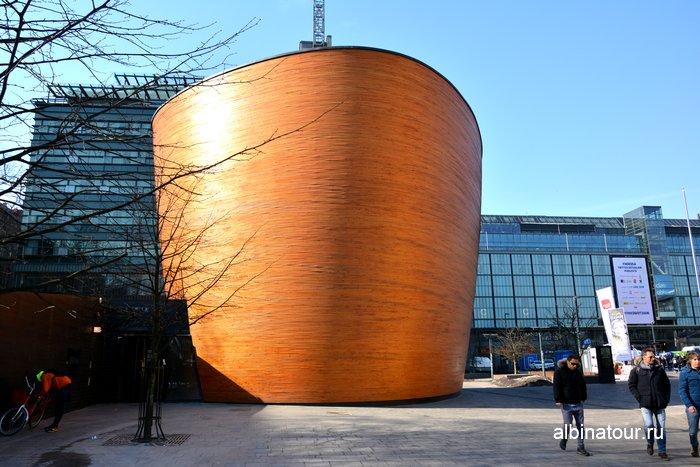 Вход в Часовню тишины Камппи / Kampin kappeli Хельсинки фото
