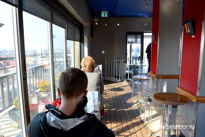 Бар Ateljee на смотровой площадки hotel Torni Хельсинки фото