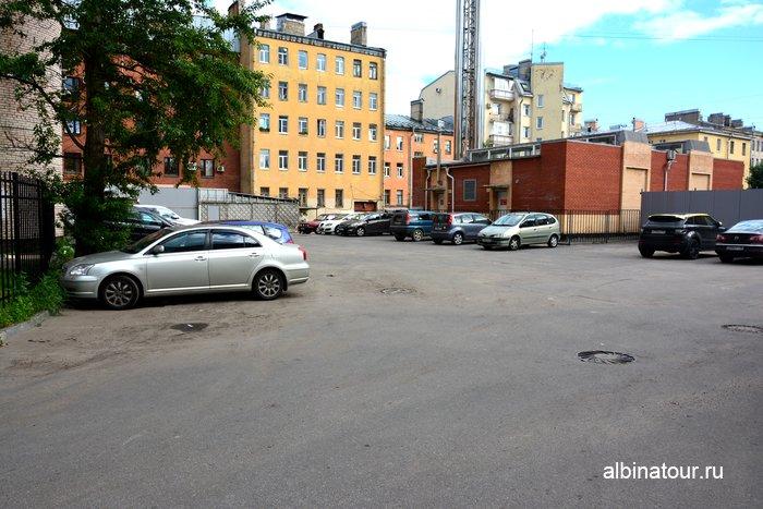 Парковка за магазином платформа Лофт проект Этажи СПб фото
