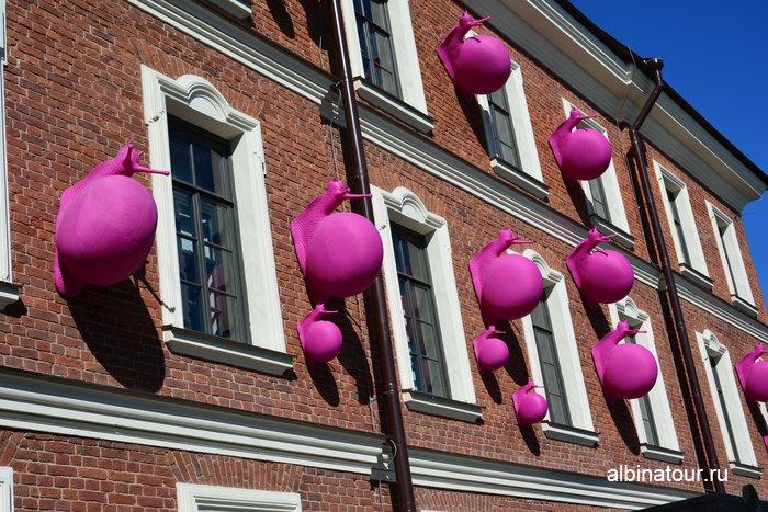 Розовые улитки на доме Коменданта Новая Голландия фото СПб