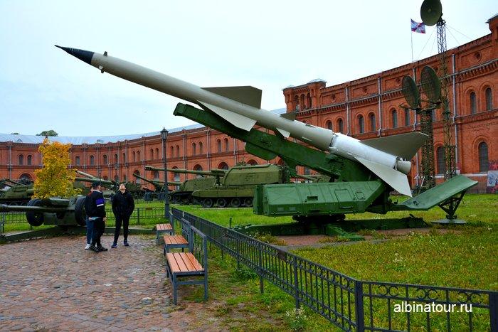 Внутренний двор музея Артиллерии, инженерных войск и войск связи в Санкт-Петербурге